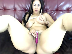 Mona lott masturbates on webcam